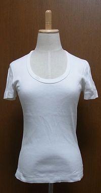 ホワイトUネックTシャツ