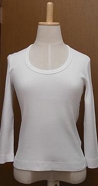 ホワイトUネック長袖Tシャツ
