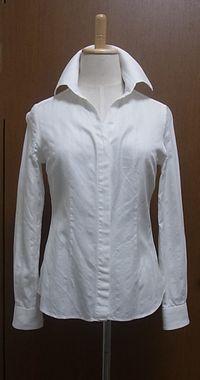 ◎ イタリアっぽい襟が古いけど、しっかりアイロンしてパリッとスーツやジャケットに合わせて着てた