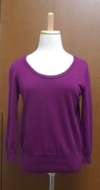 X 色も襟ぐりも良いのだけど、シルエットと素材の安っぽさが・・・H&Mで1,000円くらいだった気が