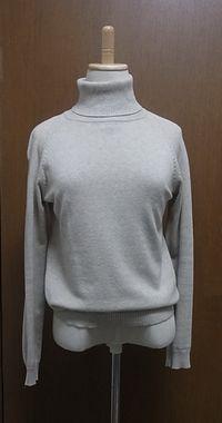 △ 平日ほぼ一日置きに着てしまうタートルセーター。これから脱却することが美人への近道か。ZARAで2,980円くらい