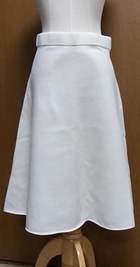 ホワイトフレアスカート